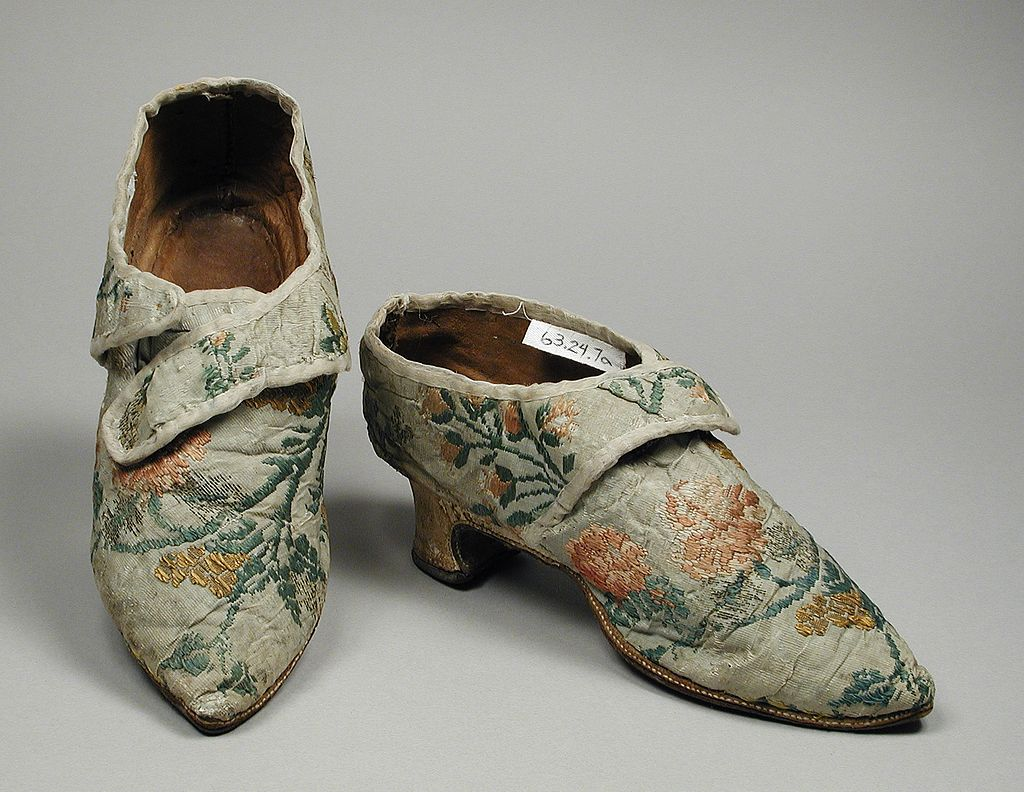 1024px-Woman's_silk_brocade_shoes_1770s