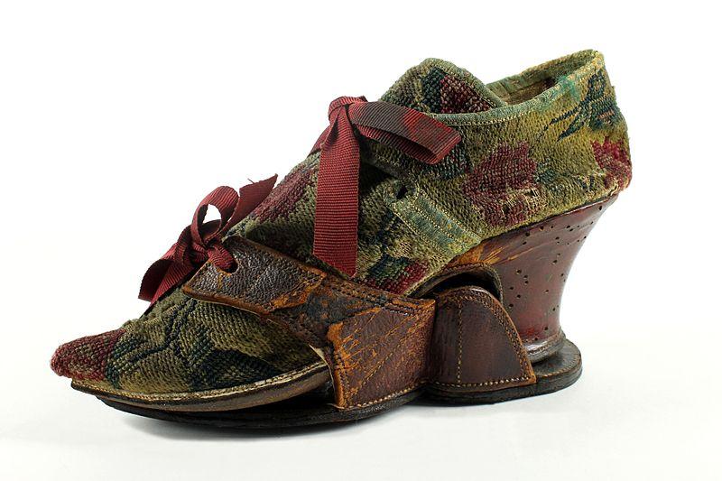 Venetian_woman_shoe2