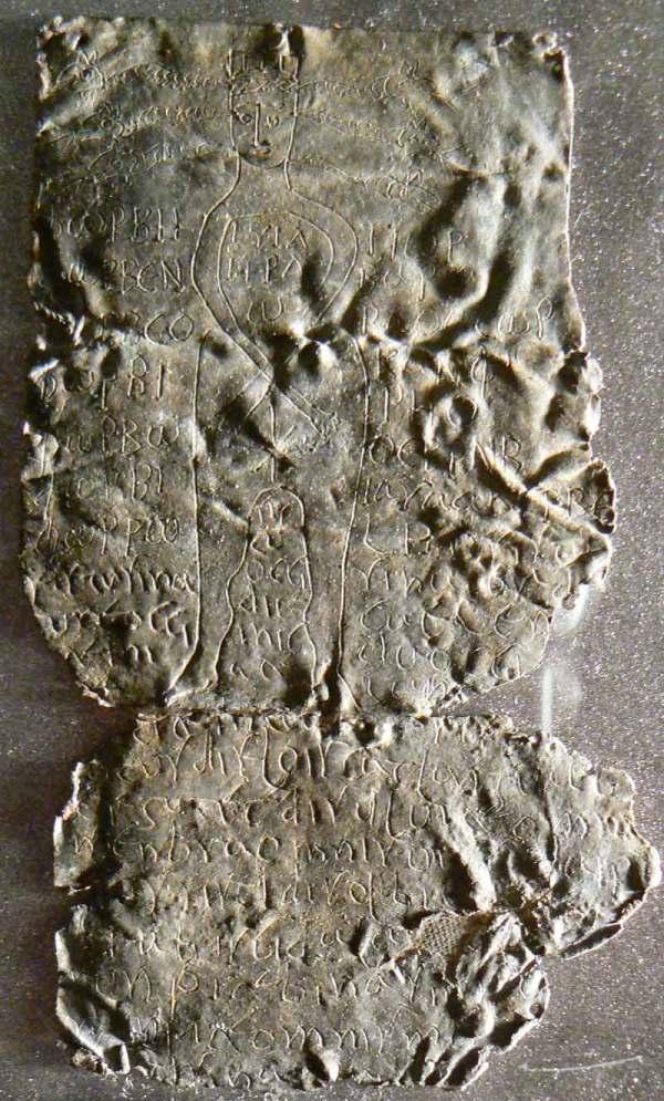 Grecka tabliczka złorzecząca zMuzeum Archeologicznego wBolonii. Źródło: ilfattostorico.
