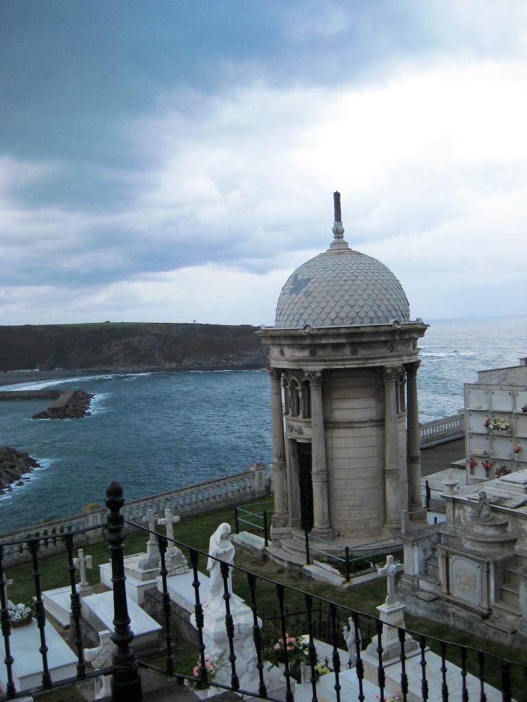 Cmentarz Luarca wAsturii, fot. Flickr / cayetano
