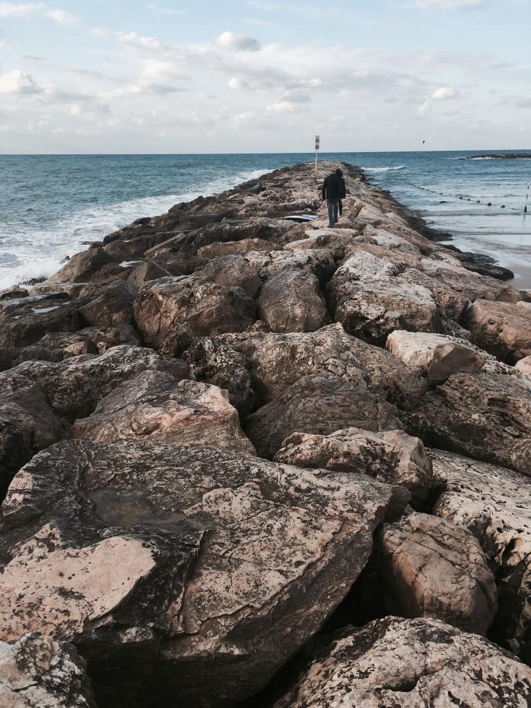 Noworoczne perspektywy bez stresu – to jest to! Na zdjęciu: plaża Blue Bird Beach wTel Awiwie.