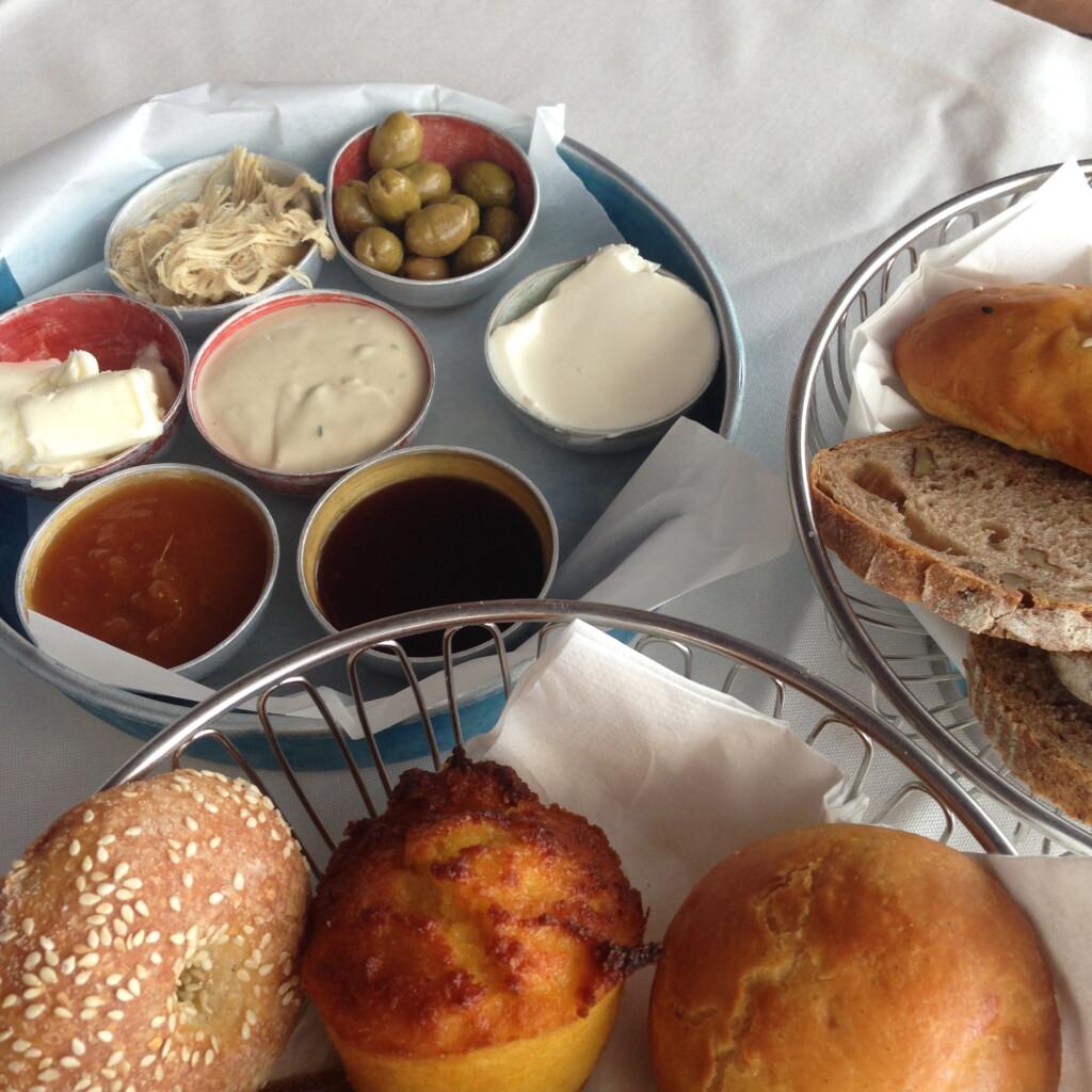 Pizza wsylwestrową noc, ana noworoczne śniadanie – izraelskie przysmaki wjednej zkawiarni. Rewelacja!