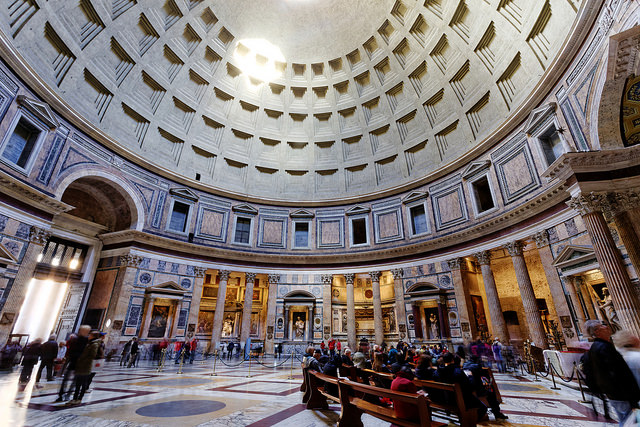 Wnętrze Panteonu. Fot. Michael Vadon/Flickr.