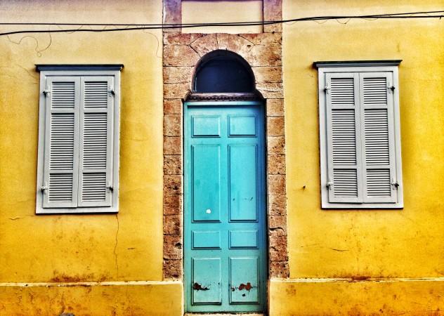 Kolorowe fasady, barwne drzwi wNeve Tzedek. Fot. Julia Wollner.