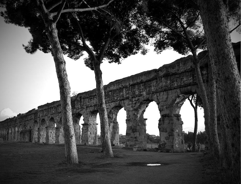 """Parco degli acquedotti, gdzie zwykł spacerować bohater """"Wielkiego piękna"""". Fot. ShockWave2 / Wikipedia"""