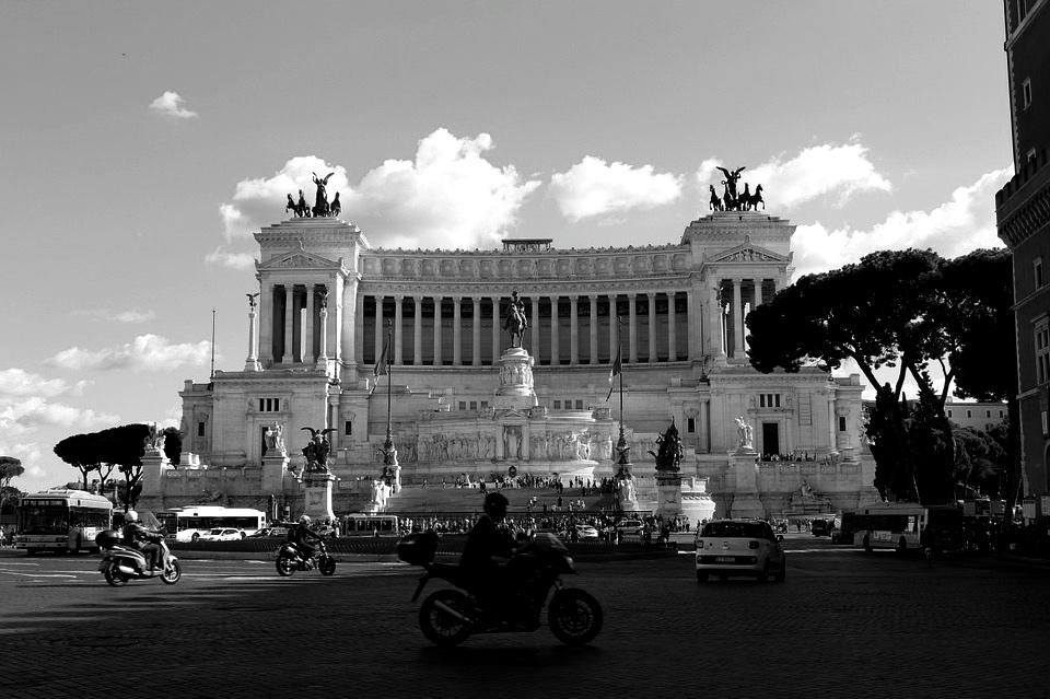 Piazza Venezia. Fot.: Max Pixel