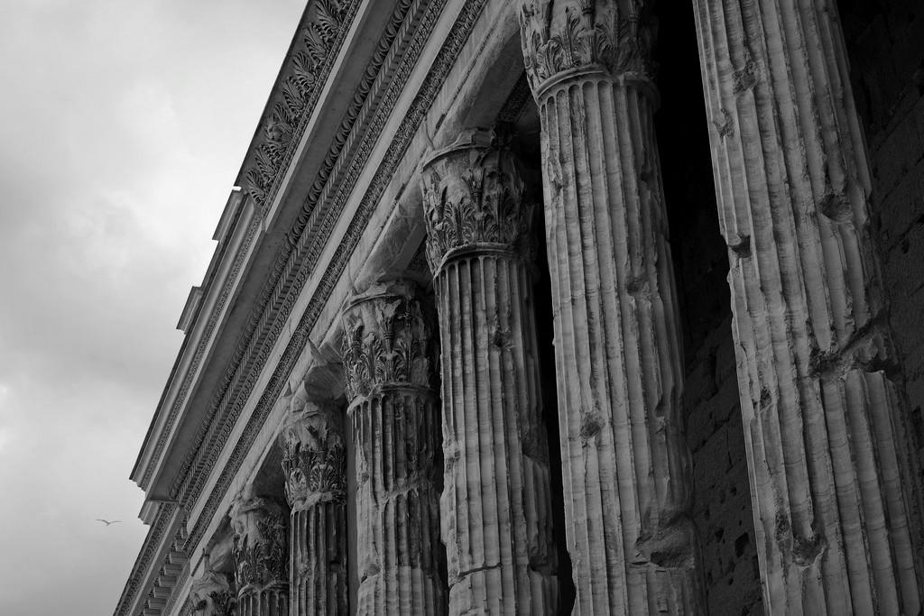 Piazza di Pietra. Fot. H. Barrison
