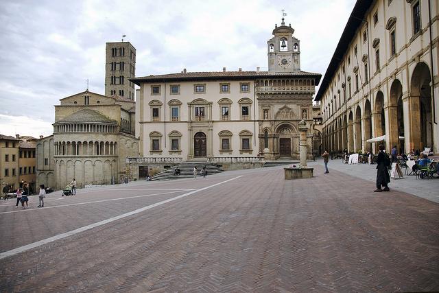 Piazza Grande wArezzo. Fot. Biggs / Flickr CC BY 2.0