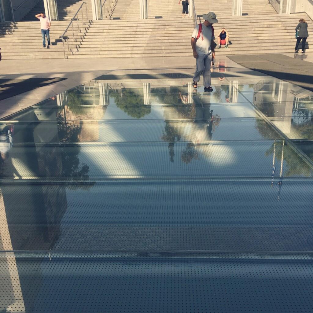 Antyczne pozostałości wNowym Muzeum Akropolu można dziś oglądać przez szklaną podłogę. Fot. Julia Wollner