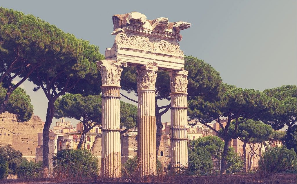 Trzy kolumny, przy których lubię pomyśleć otym, jaką cenę płaci się czasem za marzenia.