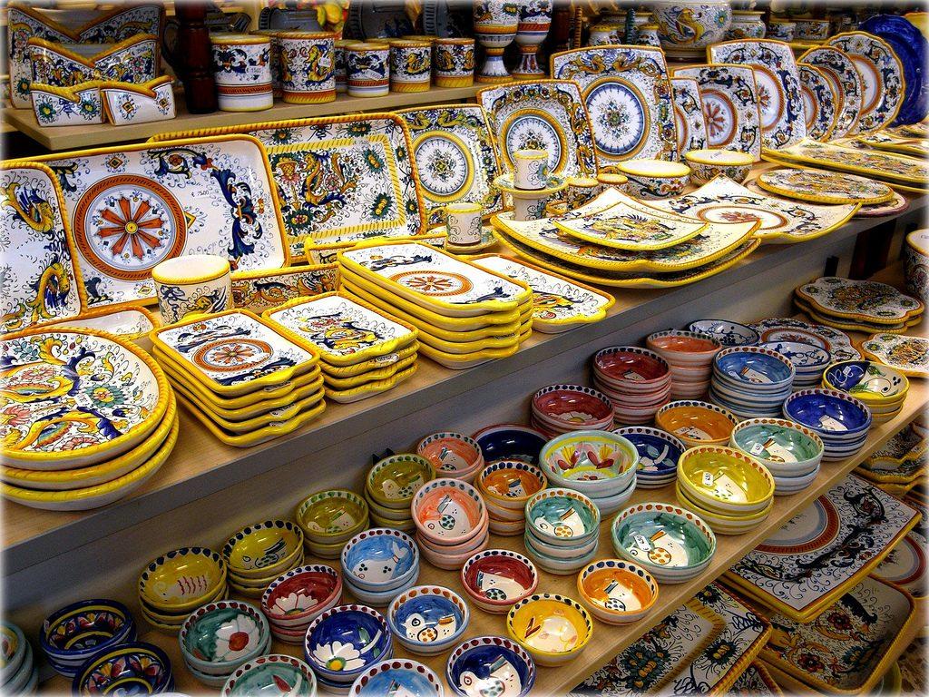 Miejscowa ceramika zachwyca kolorami. Fot. momo/ Flickr CC BY 2.0