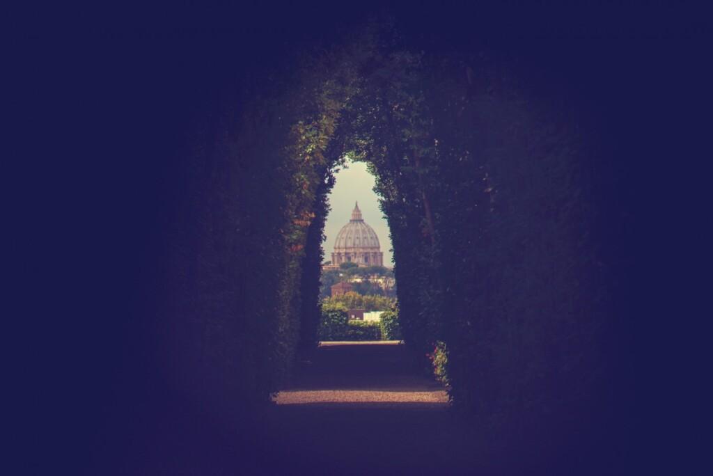 Najpiękniejsza perspektywa świata – rzymska, przez dziurkę od klucza.