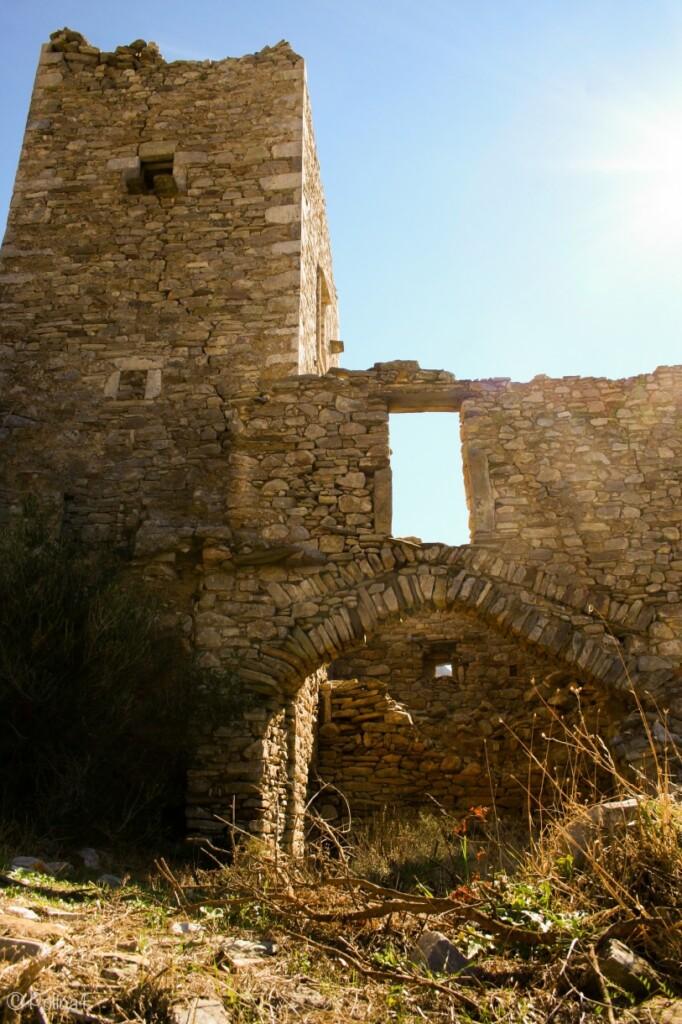Jedna zwszechobecnych wież na półwyspie Mani wGrecji, fot. Polina F/ Flickr, CC BY 2.0
