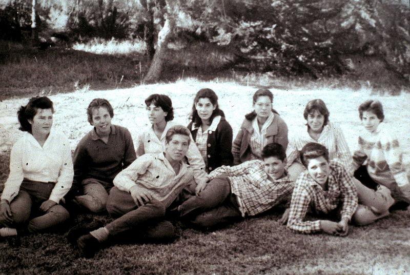 Dzieci imłodzież wkibucach chowały się razem, nie przy rodzicach. Fot. Kibbutz Givat Haim Meuchad / PikiWiki