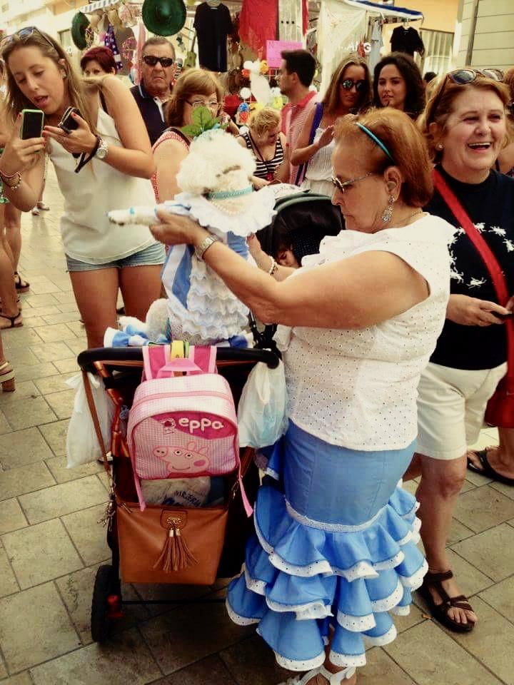 Warto pielęgnować wsobie spontaniczność iżywiołowość, choćby miała łączyć się zdojrzałym wiekiem iwymaganą przez otoczenie powściągliwością. Na zdjęciu: mieszkanka Malagi podczas festynu zwanego Feria de Malaga. Fot. Julia Wollner