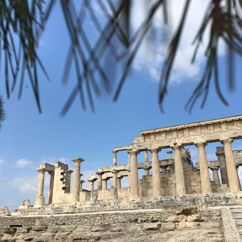 Świątynię zaprojektowano jako część świętego trójkąta tworzonego przez Partenon oraz ze świątynię Posejdona na przylądku Sunion.