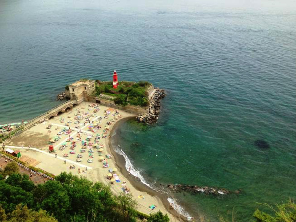 Zatoka widziana zCastello Aragonese, fot. Uri Wollner