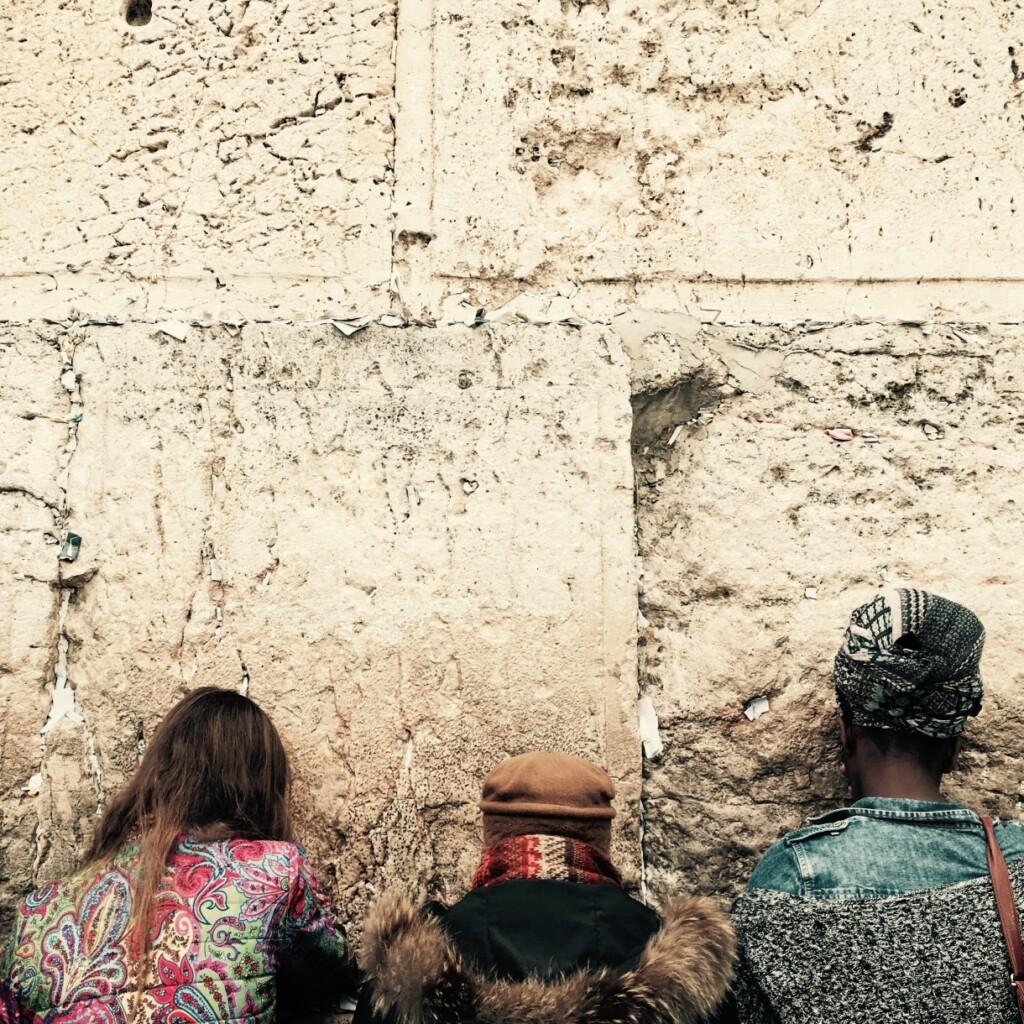 Kobiety modlące się pod Ścianą Płaczu