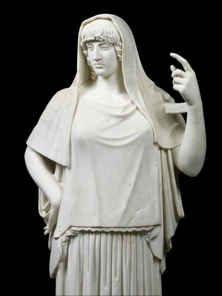 Marmurowy posąg zwany Hestia Giustiniani zkolekcji Museo Torlonia wRzymie