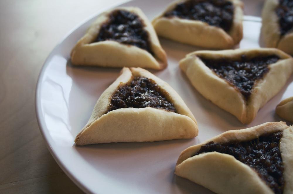 Ulubionym przysmakiem purimowym są hamentasze, zwane też uszami Hamana. Są to ciasteczka nadziewane makiem, marmoladą, czekoladą. Fot. Nate Steiner / Flickr