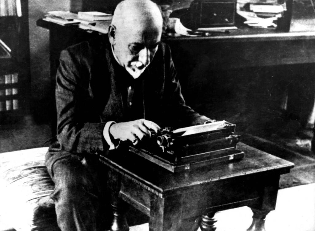 Luigi Pirandello przy pracy