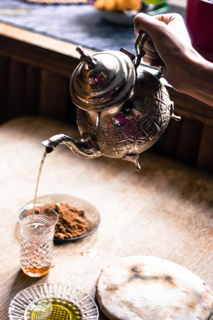 Sfouf tradycyjnie podaje się do herbaty