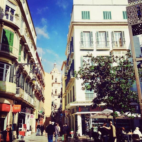 Malaga jest niezwykle kolorowym miastem pełnym kawiarni, restauracji, winiarni iinnych lokali. Fot. Julia Wollner