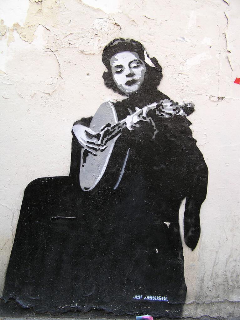 Amalia Rodrigues na lizbońskim graffiti, fot. Môsieur J. <mode=Éteint> / Wikimedia Commons