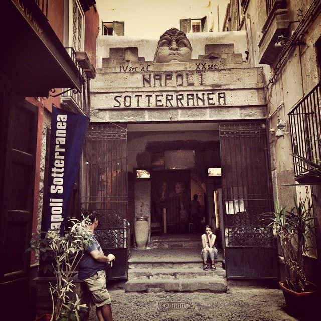 Wejście do miasta pod miastem – Napoli Sotterranea