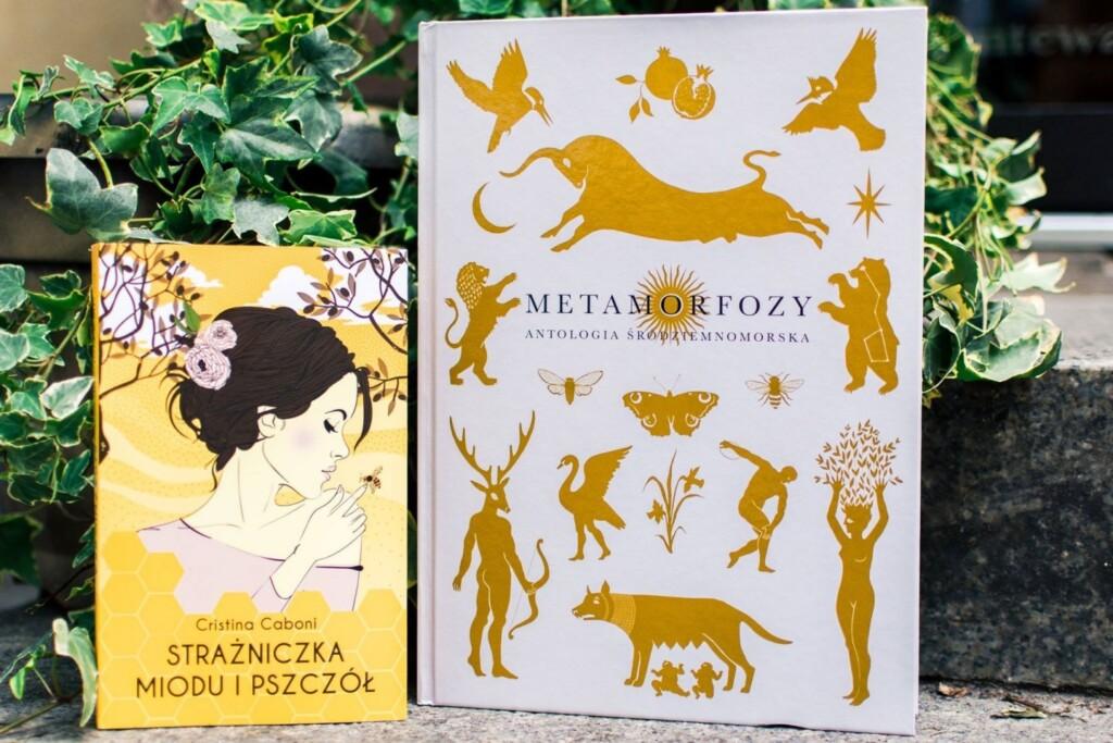 Książkę Cristiny Caboni Strażniczka miodu ipszczół można teraz kupić wzestawie zantologią śródziemnomorską Metamorfozy. Zapraszamy tutaj!