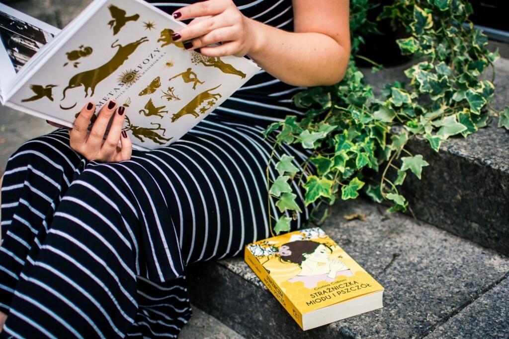 Maleńki balkon, trochę zieleni, lektura – oto proste recepty na szczęście.