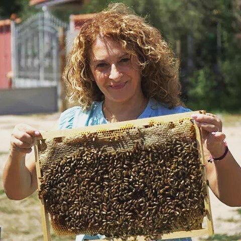 Cristina Caboni ze swoimi pszczołami