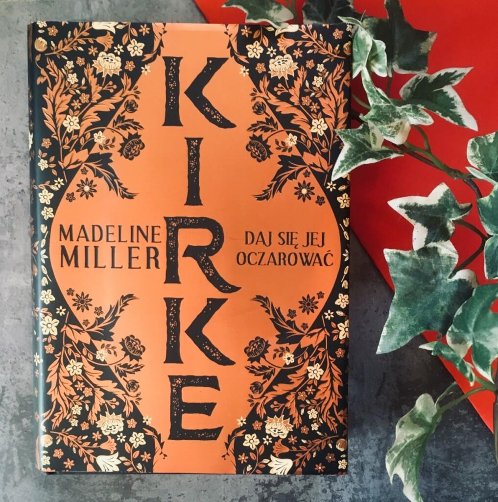 Powieść Kirke ukazała się wPolsce nakładem wydawnictwa Albatros.