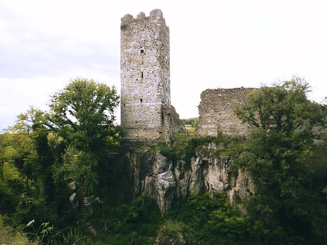Zamek wMomjan, fot. Gord Webster / Flickr, CC BY-SA 2.0
