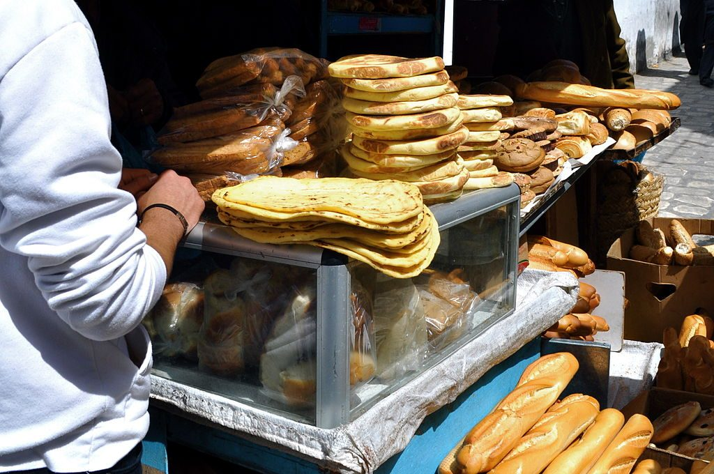 Sprzedaż chleba wTunezji, fot. Sarah Murray / Wikimedia, CC BY-SA 2.0