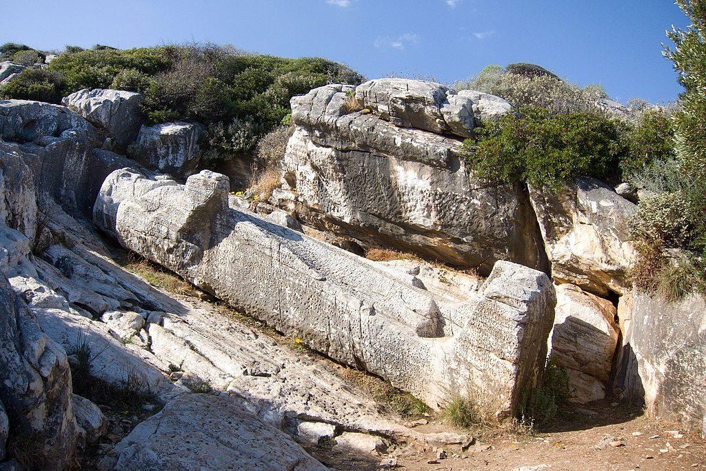 Kouros na Naksos, fot. Zde / Wikimedia, CC BY-SA 4.0