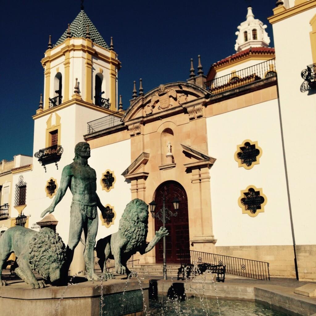 Uliczkami Rondy przechadzał się m.in. Ernest Hemingway; tu: Plaza del Socorro