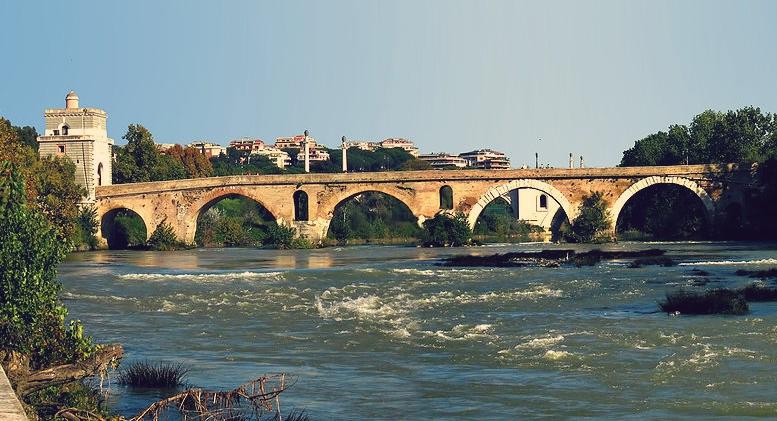 Ponte Milvio, fot. Anthony Majanlahti, CC BY 2.0