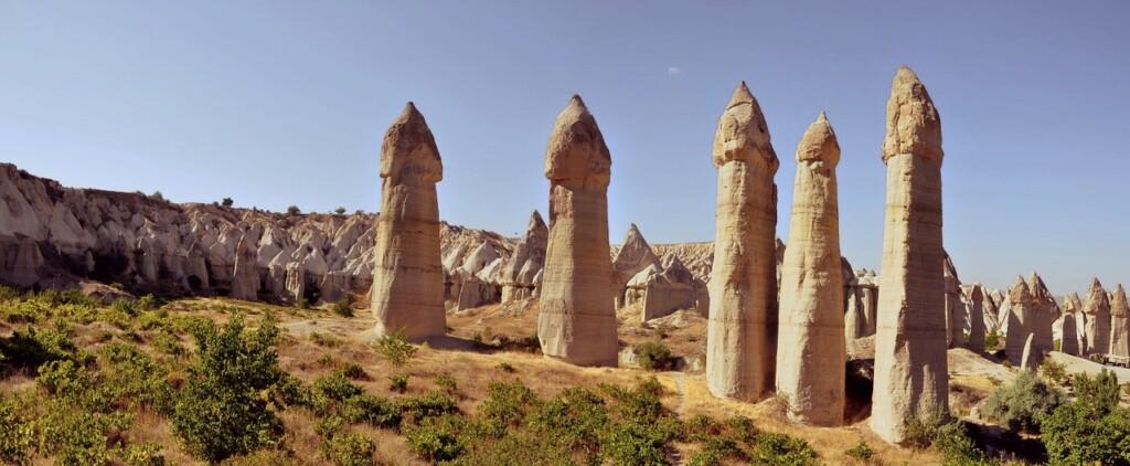 Dolina Miłości wKapadocji. Jak nietrudno się domyślić, posiada ona również kilka innych, mniej przyzwoitych nazw, związanych zfallicznym kształtem tamtejszych skał.