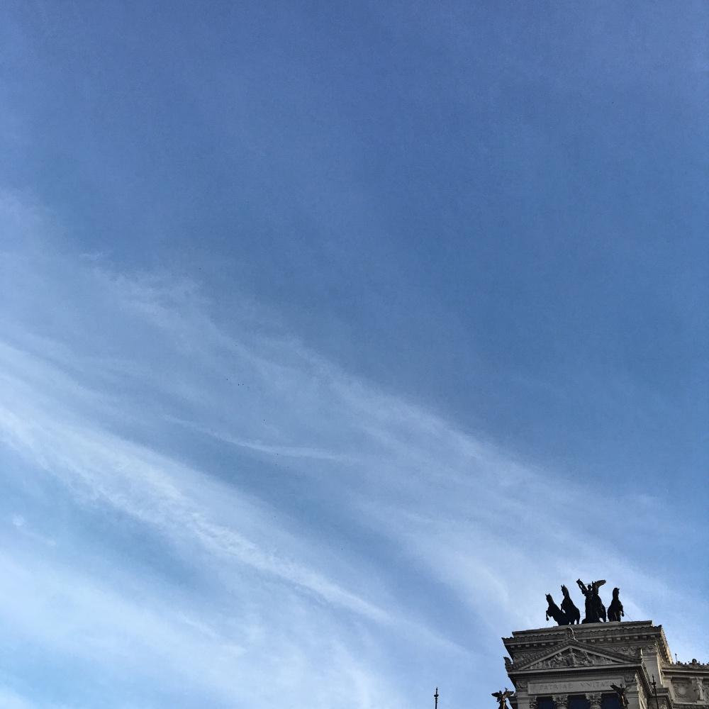 Miły iprzyjazny rzymski wietrzyk wjęzyku włoskim zwie się il Ponentino. Mieszkańcy Wiecznego Miasta mówią nań troszkę inaczej – er Ponentino, udźwięczniając rodzajnik wcharakterystyczny dla siebie sposób.