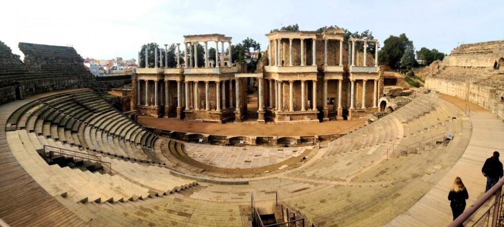 W amfiteatrze iteatrze wMeridzie co roku odbywa się dziś prestiżowy festiwal.