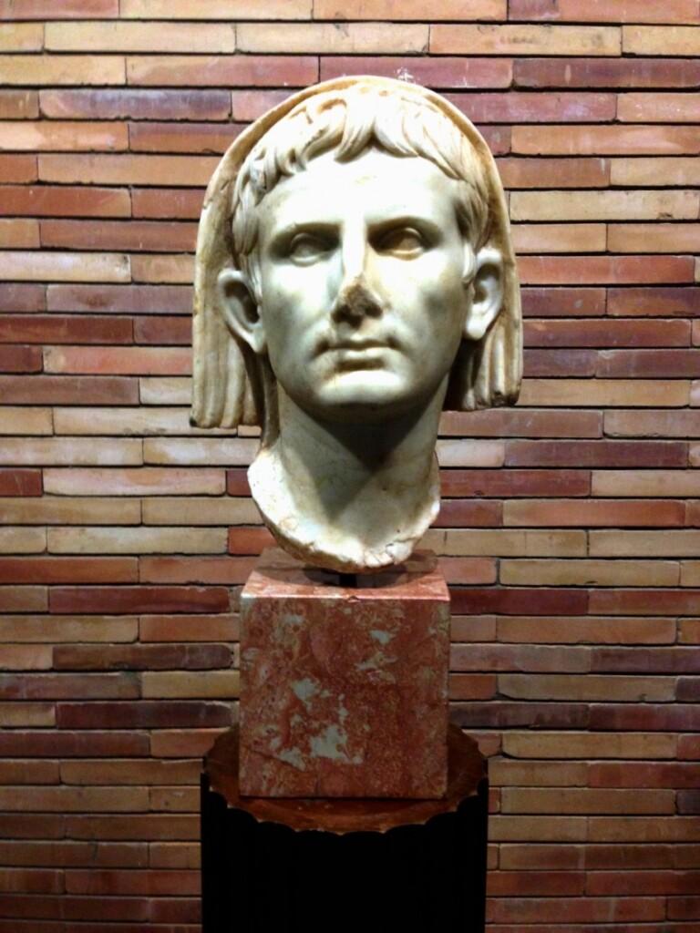 Oktawian August – twórca Meridy. Posąg ztamtejszego muzeum