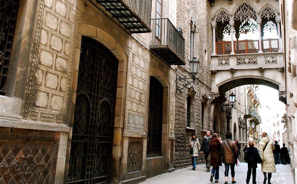 Dzielnica Gotycka wBarcelonie, fot. Valerie Hinojosa / Flickr, CC BY-SA 2.0