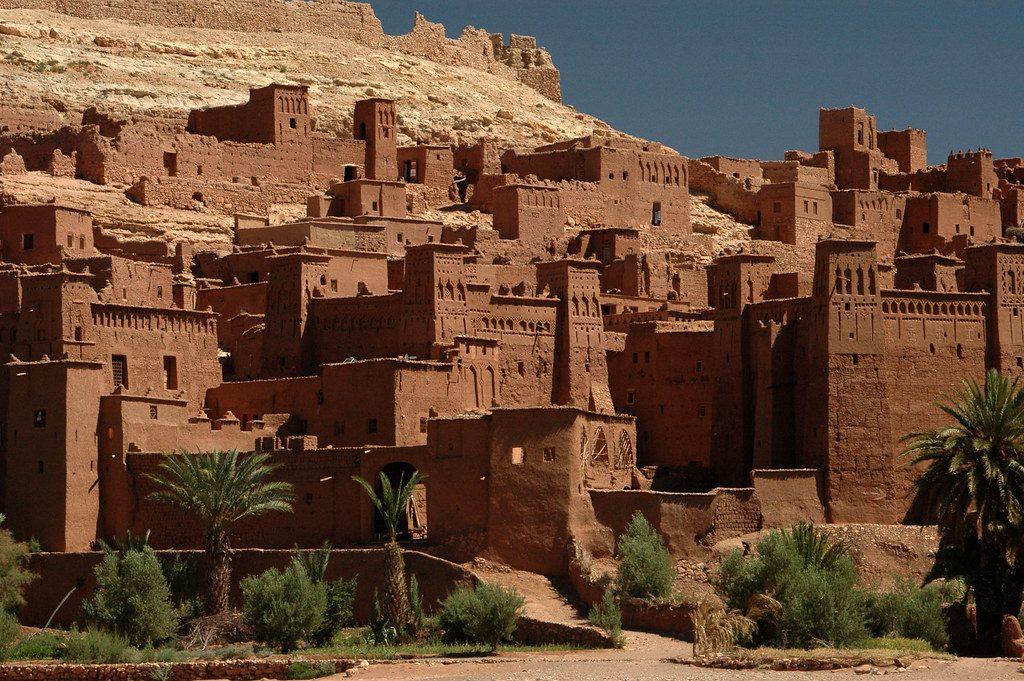 Berberyjska wioska Ait Benhaddou Qsar wMaroku. Do najbardziej znanych Berberów należy francuska aktorka Isabelle Adjani oraz były francuski piłkarz pochodzenia algierskiego, Zinédine Zidane. Fot. Maureen / Flickr, CC BY 2.0