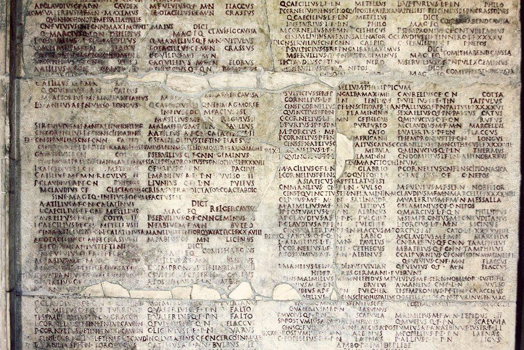 Rzymskie fasti to kalendarz zawierający wykaz dni, wktórych można było m.in. zwoływać zgromadzenia, atakże wykaz najwyższych urzędników rzymskich. Na zdjęciu: Fasti Capitolini (fragment) od 264 do 172 r.p.n.e., fot. José Luiz Bernardes Ribeiro / Wikimedia
