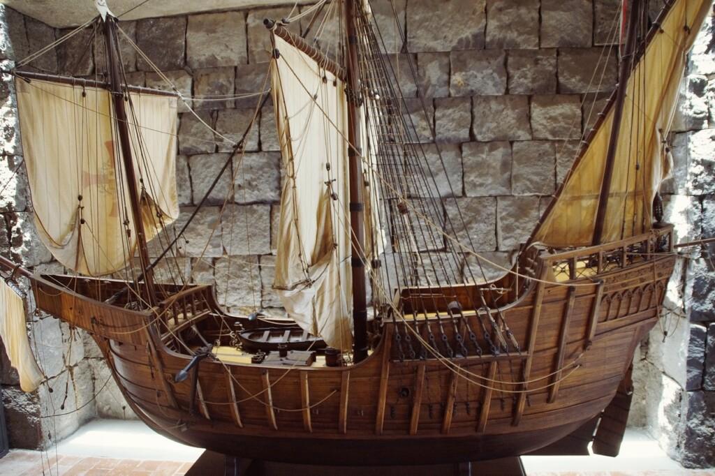 """Jedna zwielu replik okrętu """"Santa Maria"""""""