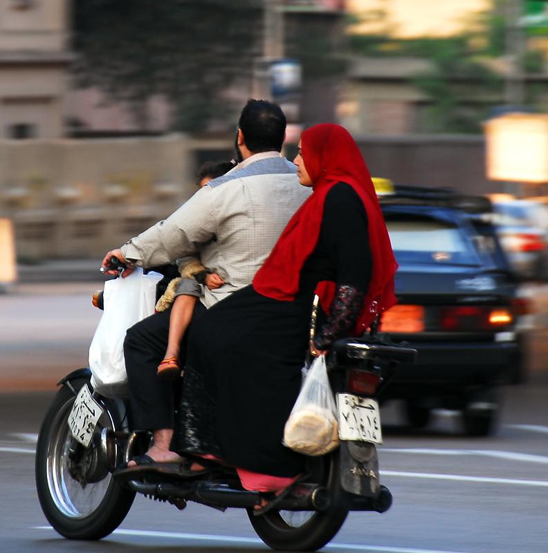 Codzienna scena na ulicach Kairu, fot. Tinou Bao / Flickr, CC BY 2.0