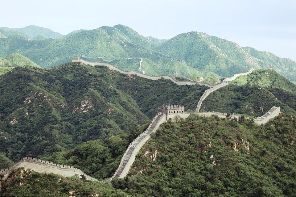 Ibn Battuta jest autorem jednego zpierwszych opisów Wielkiego Muru Chińskiego poczynionego poza Chinami, choć nigdy go nie zobaczył