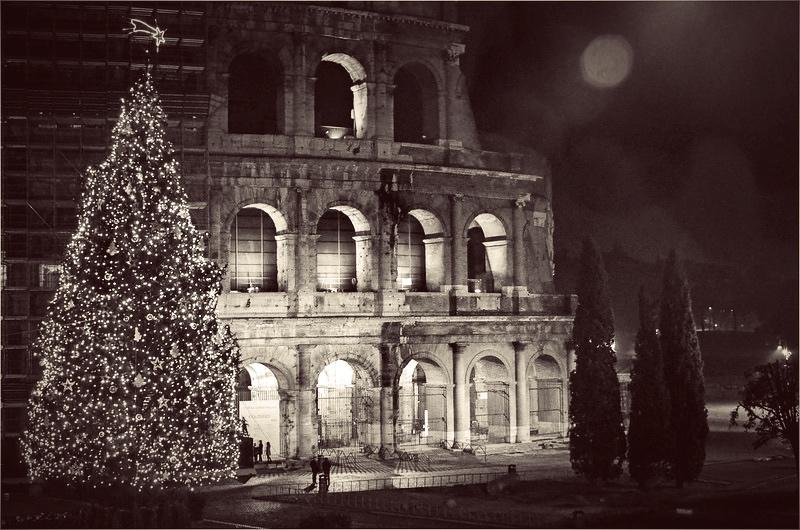 Choinka przy rzymskim Koloseum, fot. Images George Rex / Flickr,