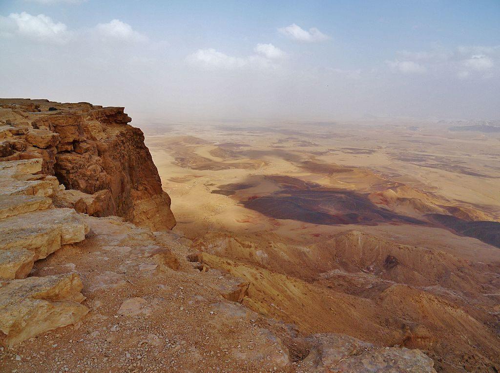 Krater Ramon jeszcze za dnia, fot. Zairon / Wikimedia